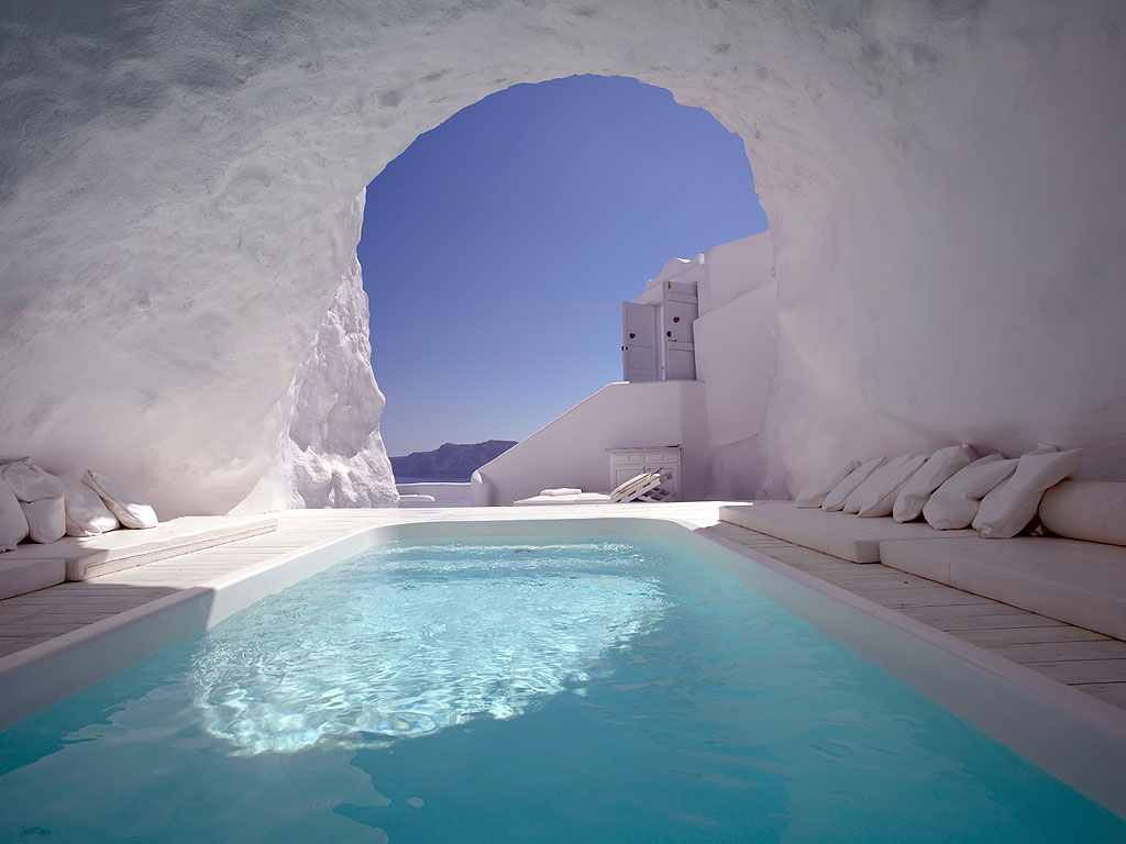 Cave pool in Santorini 1