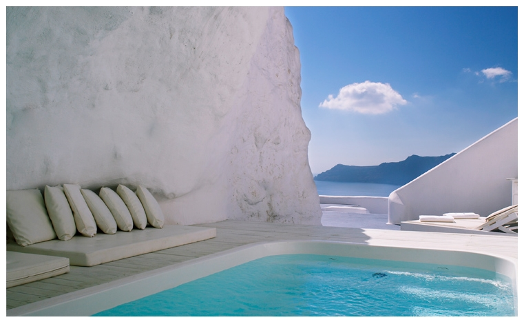 Cave pool in Santorini 2