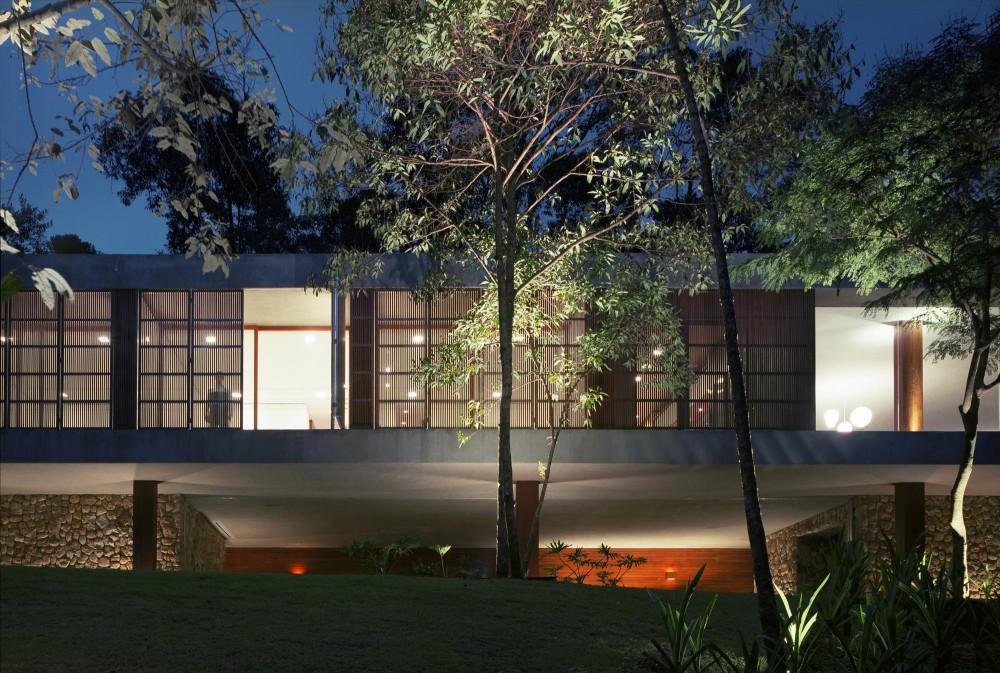 BR House by Marcio Kogan 01