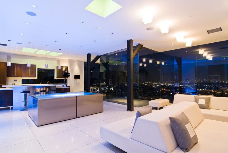 Contemporary Property With Stunning LA Views 01
