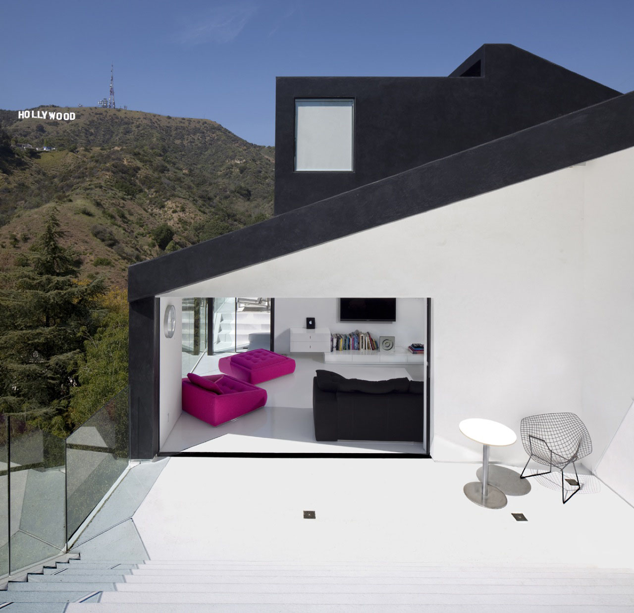 'Nakahouse', a single family residence by XTEN architecture  located in Hollywood hills, California, USA. 01