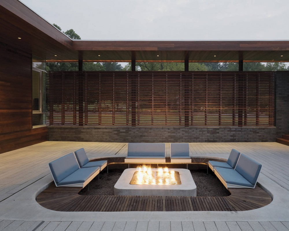 Curved House  Hufft Projects, outdoor sitting area