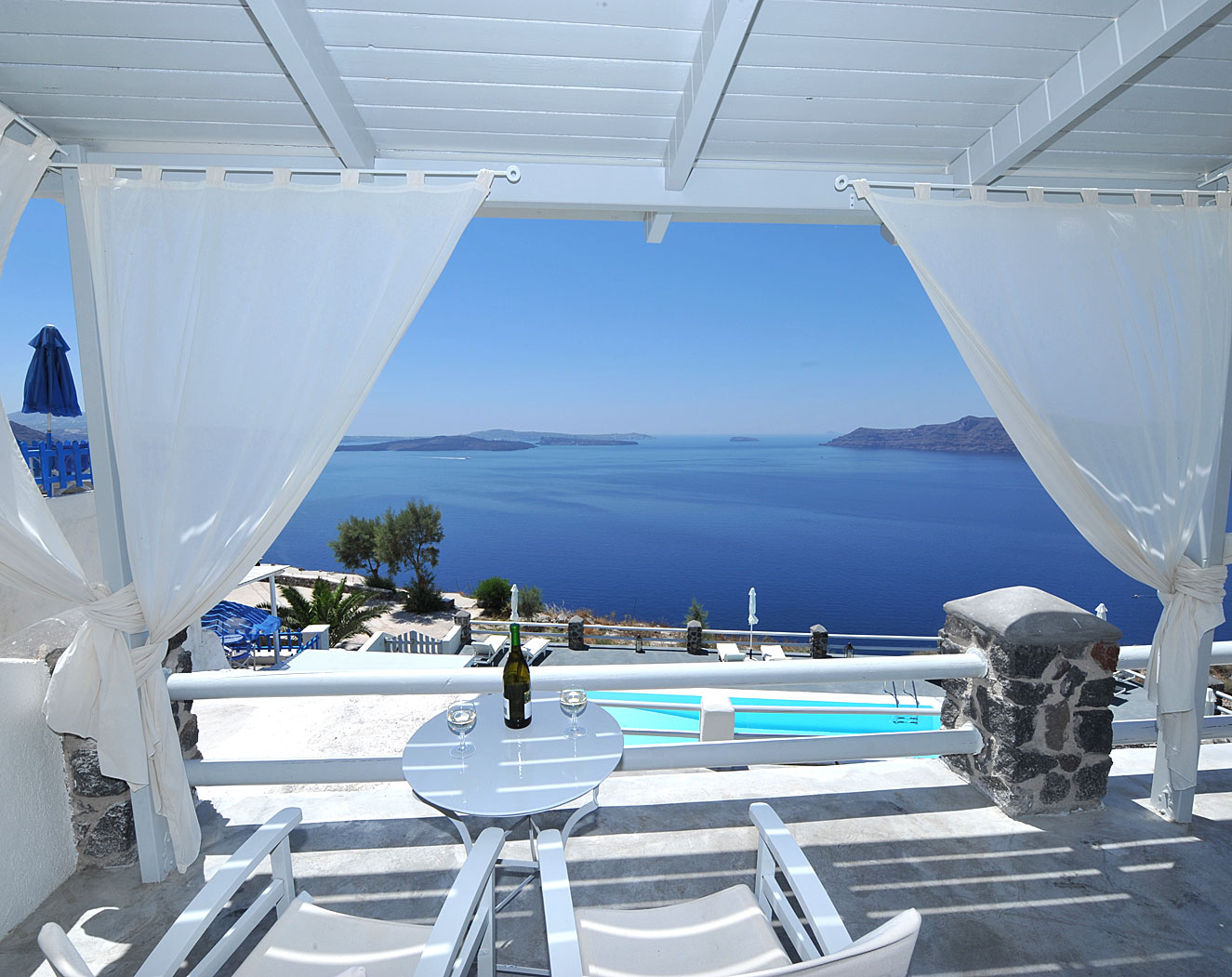 Terrace design in Santorini