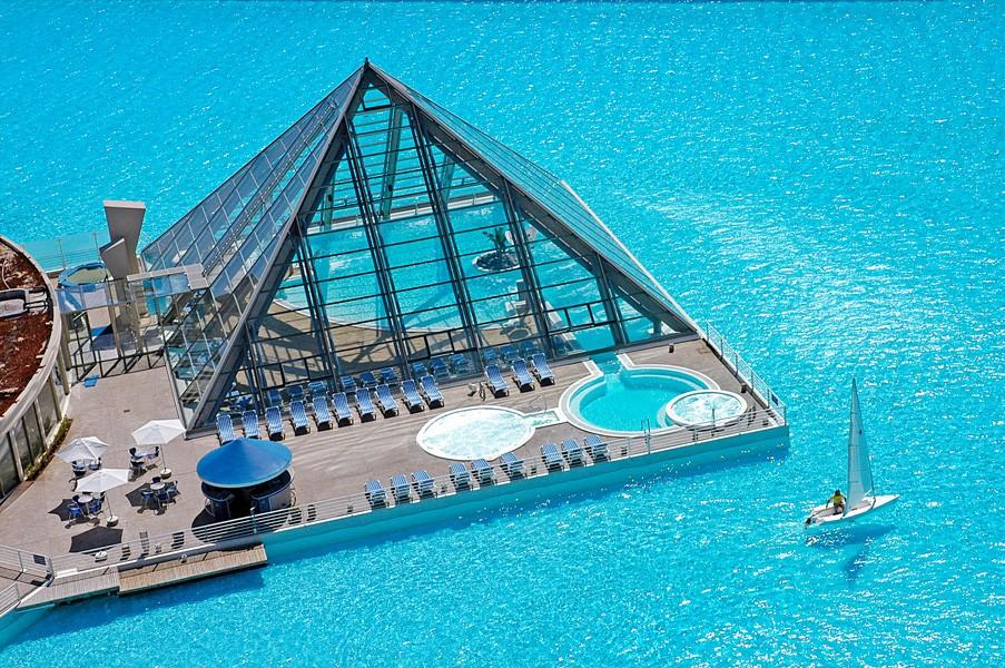 world s largest pool the crystal lagoon chile 01 myhouseidea