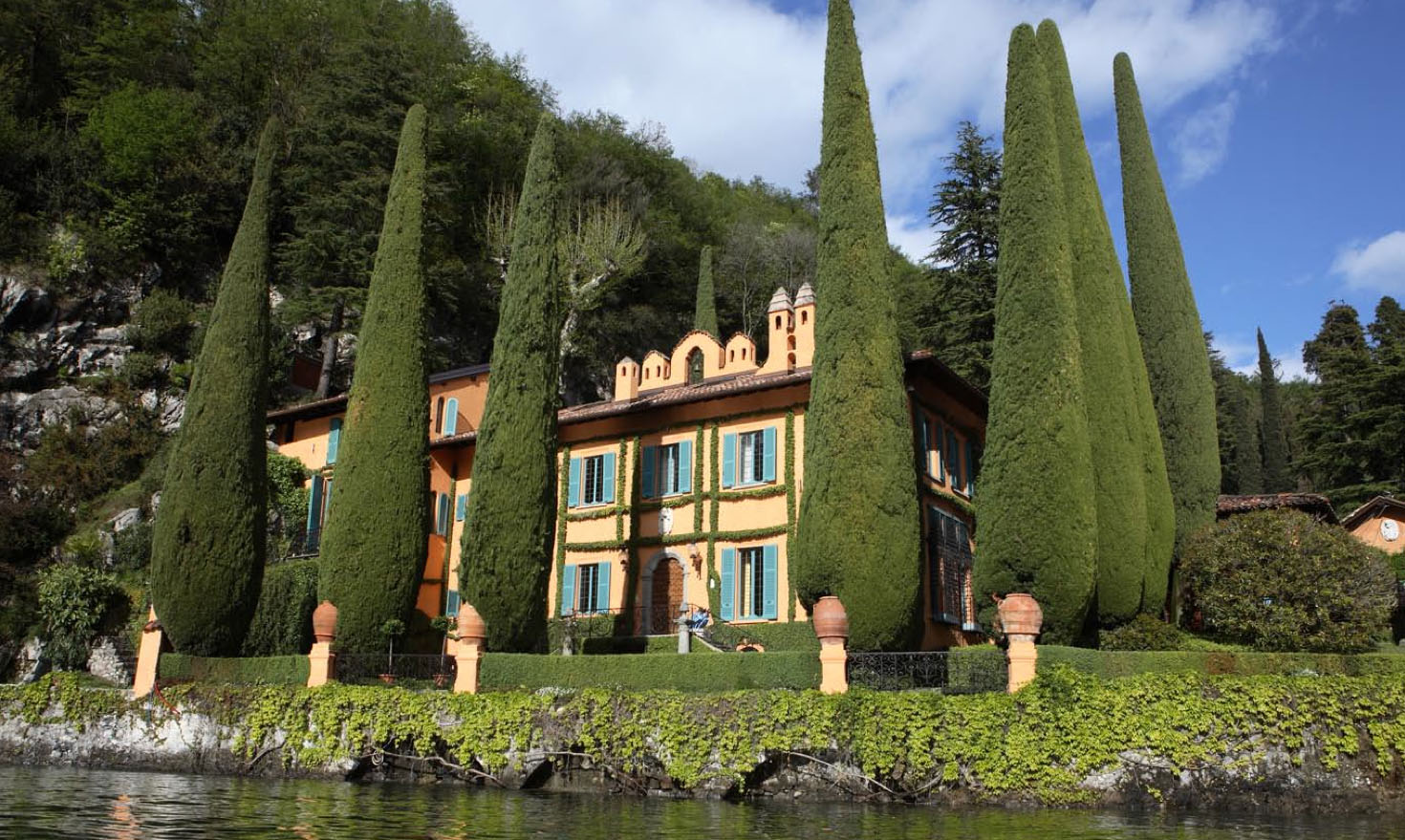 Luxury Villa situated on the shores of Lake Como, Italy 01