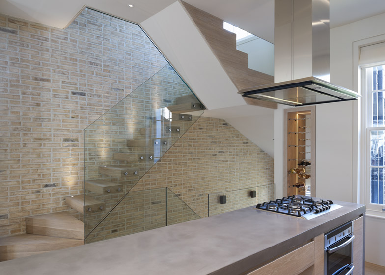 Butterfly loft apartment by Tigg Coll Architects 01