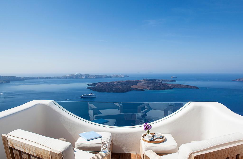 Native Eco Villa Rental in Santorini 01