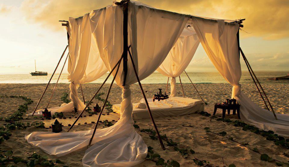Outdoor front sea bedroom.