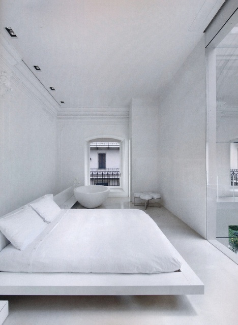 bedroom-in-total-white