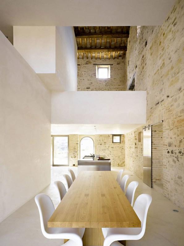kitchen-in-le-marche-villa-by-wespi-de-meuron-architekten
