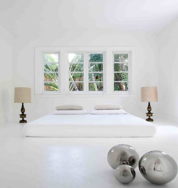 27 Minimalist Bedroom Ideas To Inspire You To Declutter: Minimalist Bedroom.