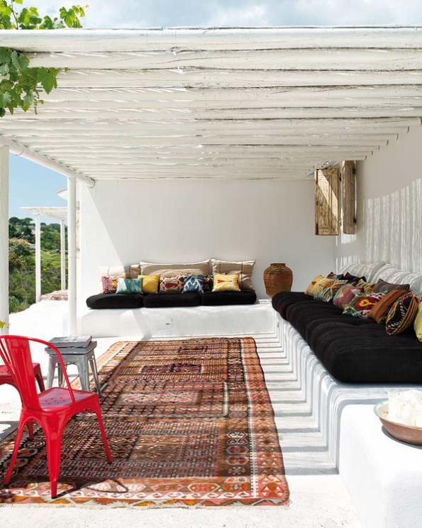 white-outdoor-with-walled-sofc3a0