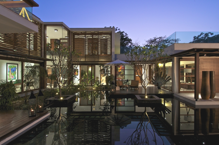 Courtyard House By Hiren Patel Architects, Gujrat, India 01