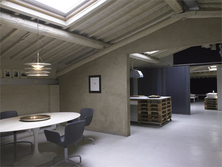Pallets Loft in Florence, Italy 14