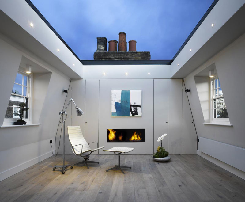 London House With a Retractable Glass Roof 01