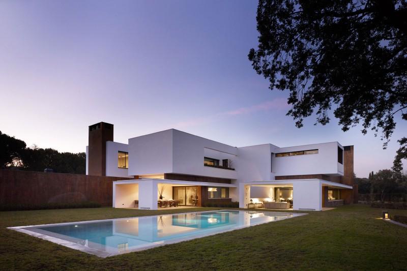 House in La Moraleja by Dahl Architects + GHG Architects 01