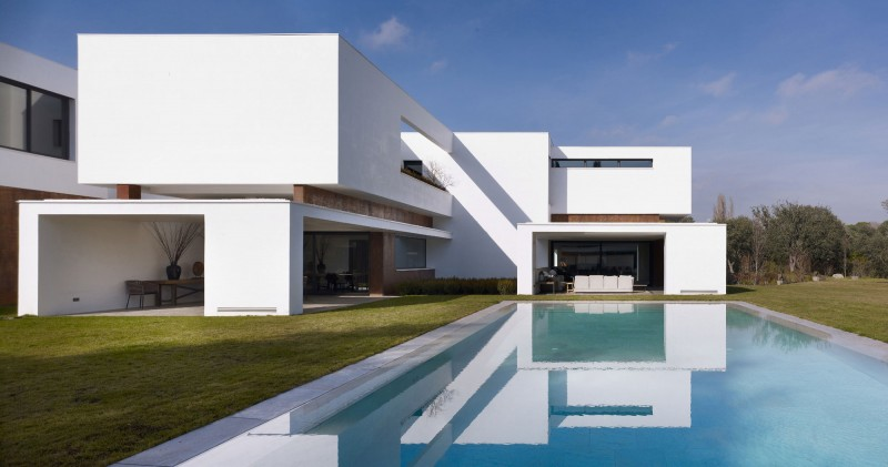 House in La Moraleja by Dahl Architects + GHG Architects 02