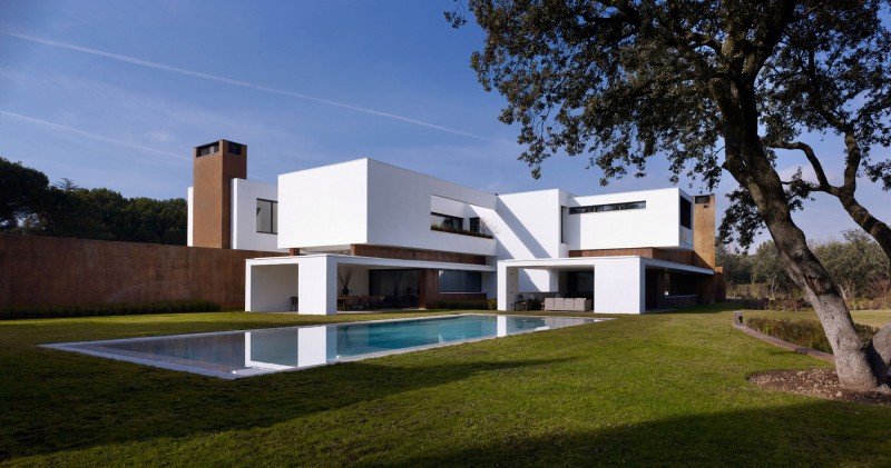 House in La Moraleja by Dahl Architects + GHG Architects 11