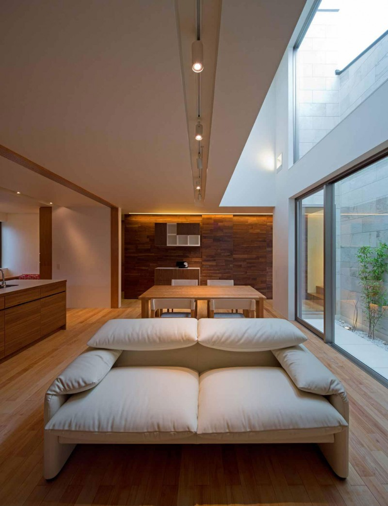 House of Corridor by Architect Show Co. 03
