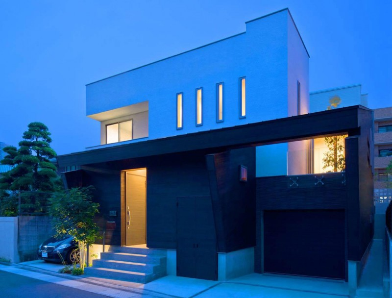House of Corridor by Architect Show Co. 11