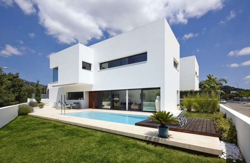 212 House by Alfonso Reina 01