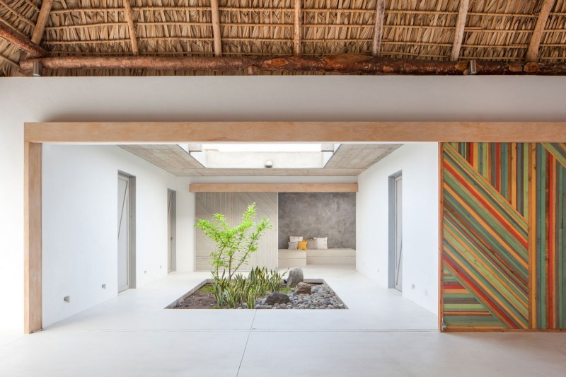 Costa Azul House by Cincopatasalgato Architecture 06