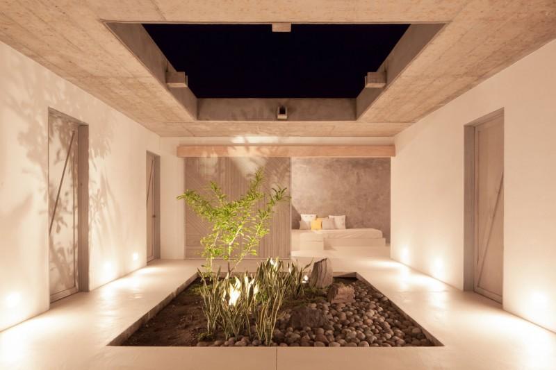 Costa Azul House by Cincopatasalgato Architecture 11