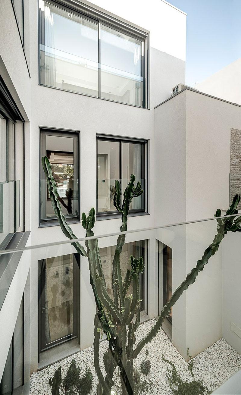 Faro Modern Bedroom Set: Vilamoura House By Groupo Dunaplana.