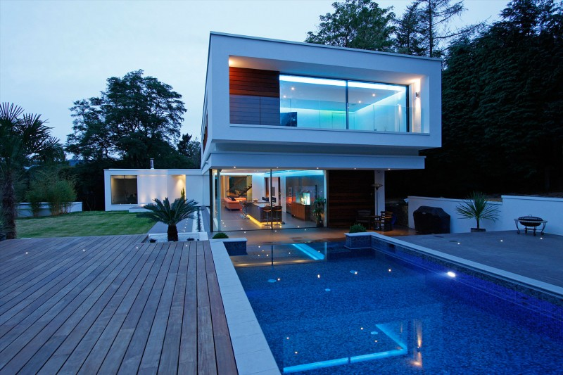 Oxted, contemporary home in Surrey, England 01