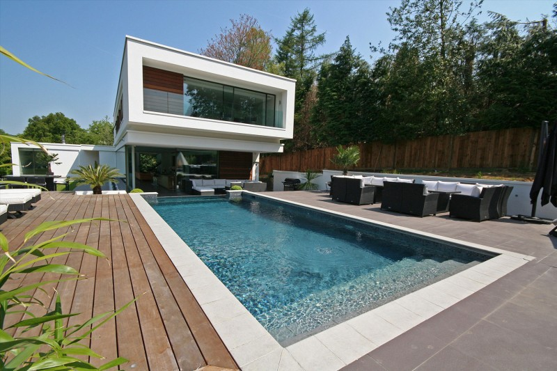 Oxted, contemporary home in Surrey, England 02