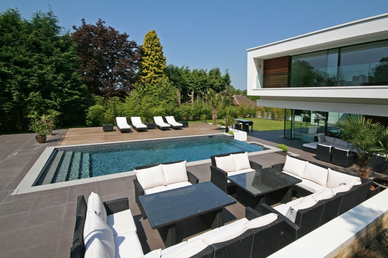 Oxted, contemporary home in Surrey, England 03