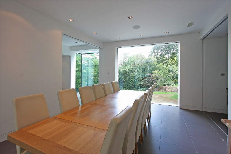 Oxted, contemporary home in Surrey, England 13
