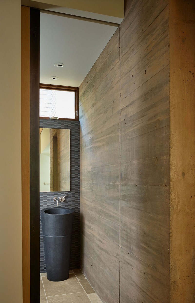 Courtyard House by DeForest Architects 12