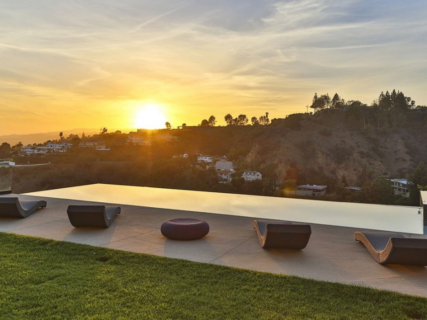 Contemporary architectural house on Sunset Strip 18