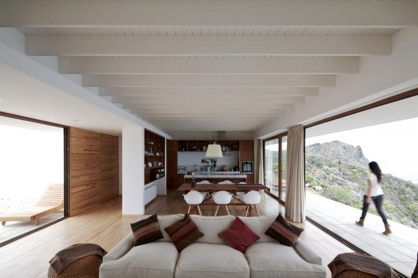 Tunquen House by Nicolás Lipthay Allen  L2C 02
