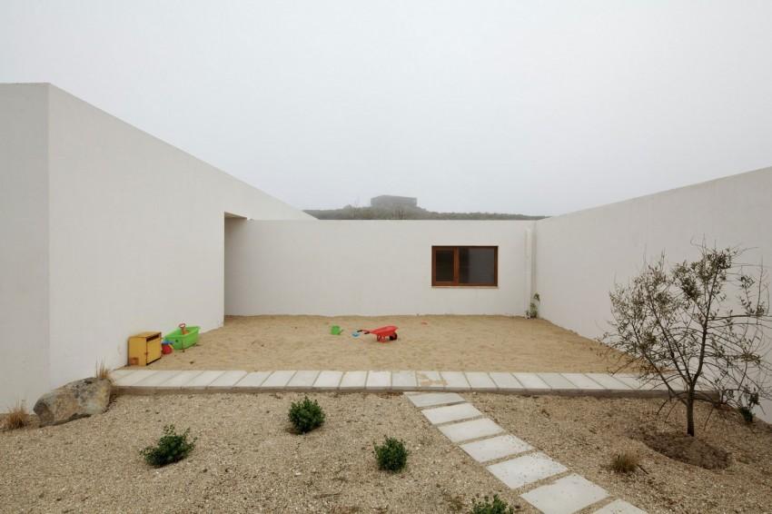 Tunquen House by Nicolás Lipthay Allen  L2C 08