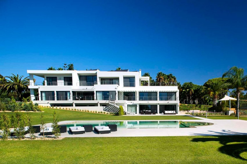 Modern Algarve Villa by Staffan Tollgard Design Group 01