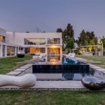 Unique Contemporary Villa by Nestor Sandbank 03