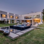 Unique Contemporary Villa by Nestor Sandbank 04