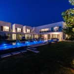 Unique Contemporary Villa by Nestor Sandbank 19