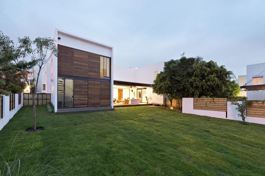 Casa att by dionne arquitectos myhouseidea for Casa mansion puebla