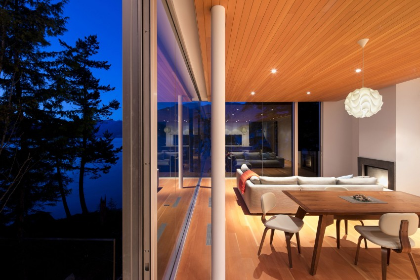 Gambier Island House by Mcfarlane Biggar Architects + Designers 01