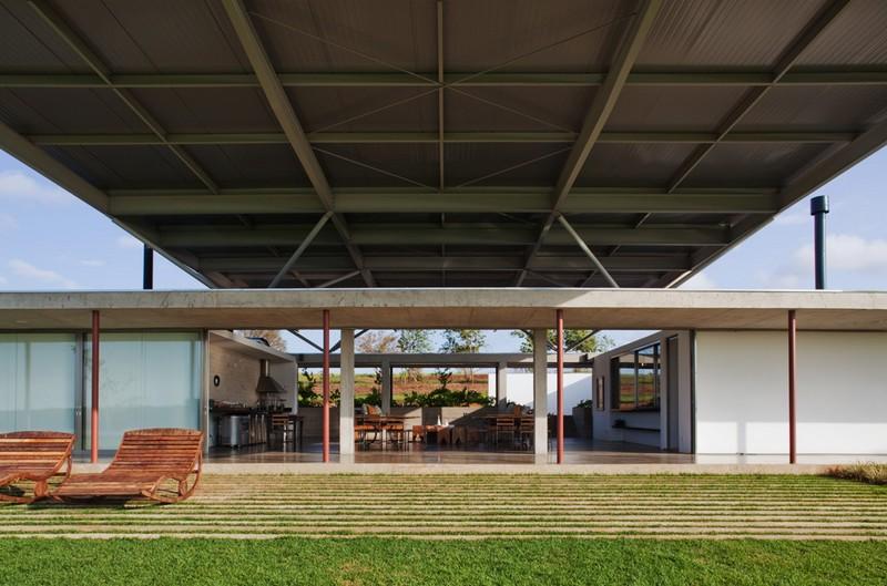 F.S. House by Andrade Morettin Arquitetos Associados 05