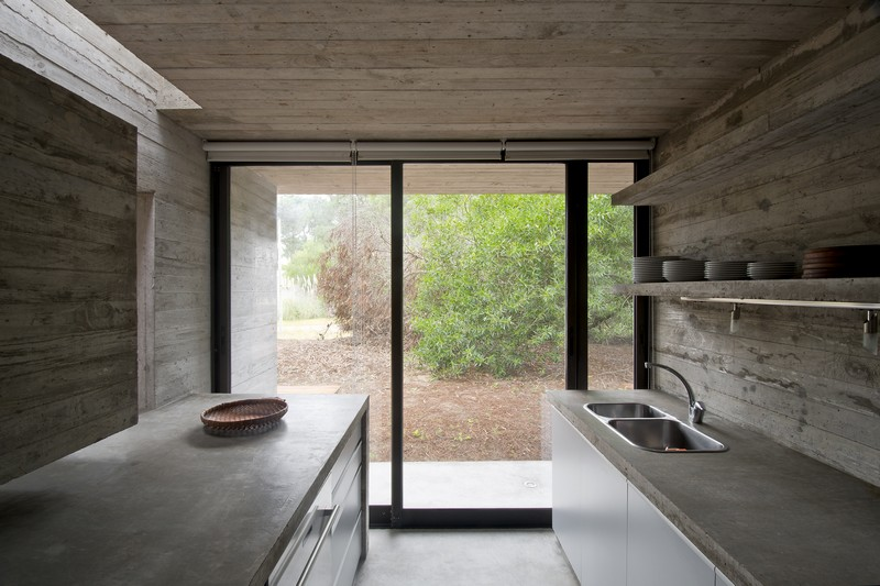 SV House by Luciano Kruk 10