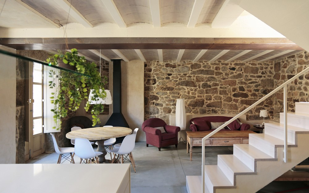 House Rehabilitation by Dom Arquitectura 03