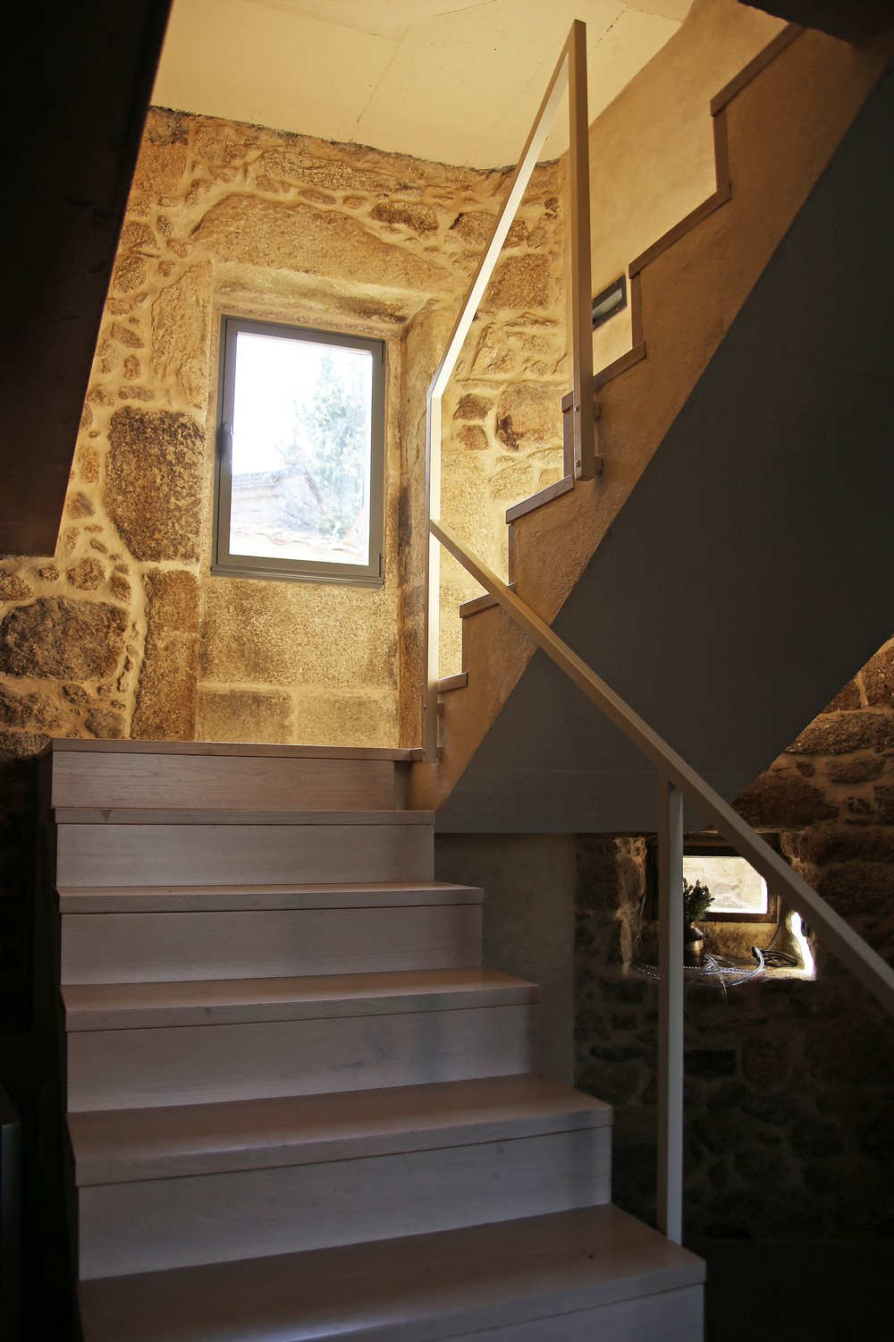 House Rehabilitation by Dom Arquitectura 04
