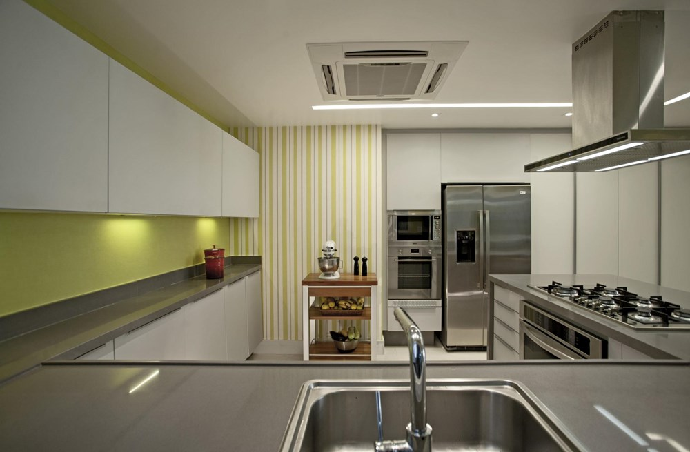 The LRF Apartment by Paula Martins Arquitetura 18