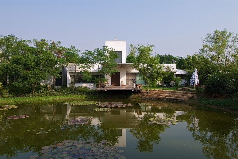 The Lake House by Hiren Patel Architects 04