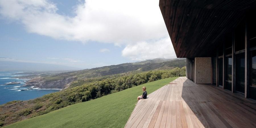 Clifftop house Maui by Dekleva Gregoric Arhitekti 01
