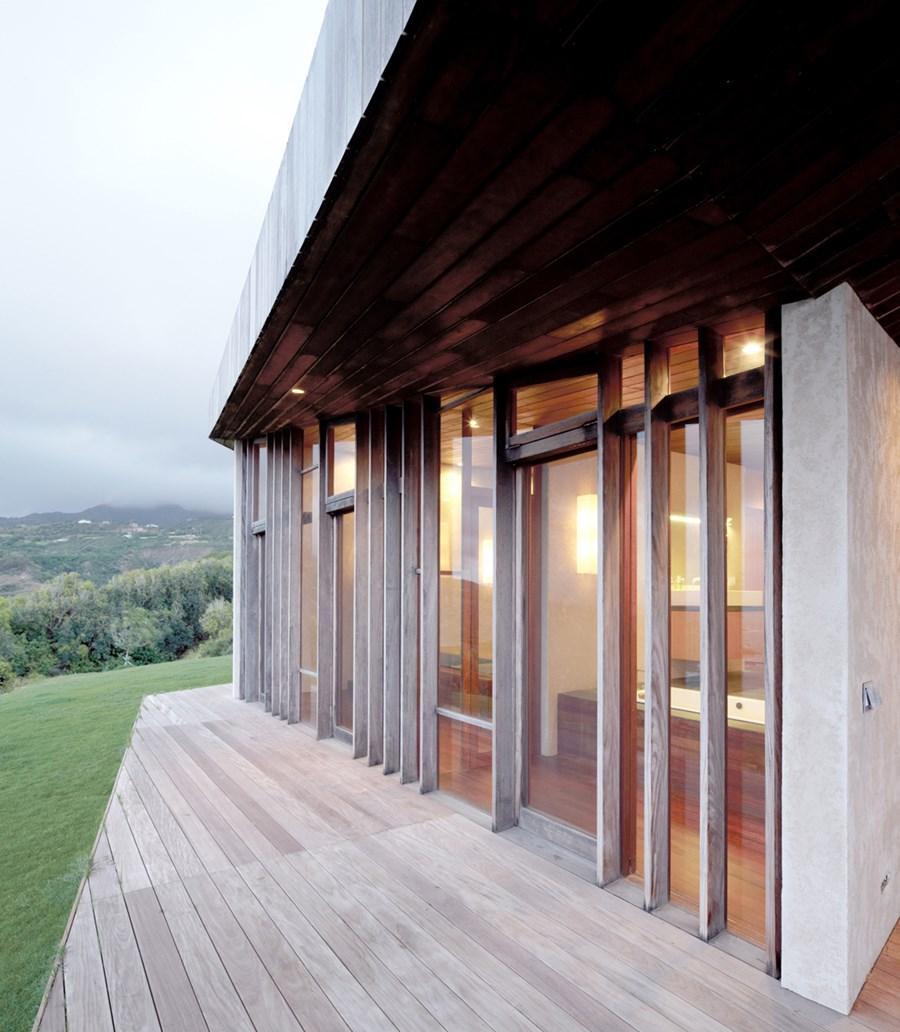 Clifftop house Maui by Dekleva Gregoric Arhitekti 14
